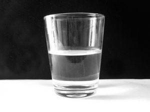كوب صغير من الماء