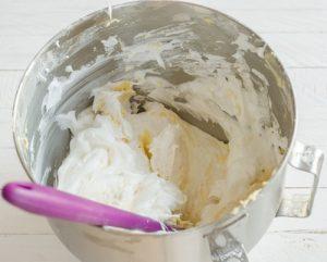 ضرب البيض مع السكر من مطبخ فتكات