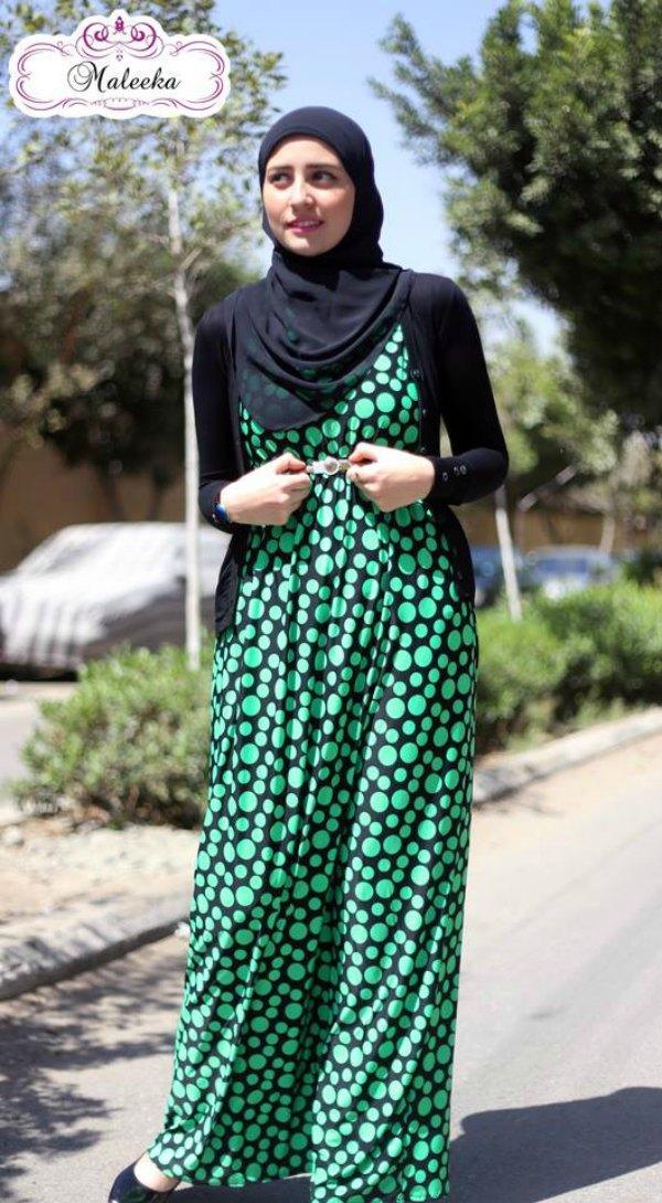 1766e7826 فساتين محجبات طويلة باللون الاخضر علي بلورو اسود تصميمات مصرية وربيع عام  2016