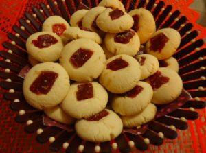 طريقة عمل الغريبة بالصور مع قطع الجوافة الرائعه حلويات شرقية للعيد 2015