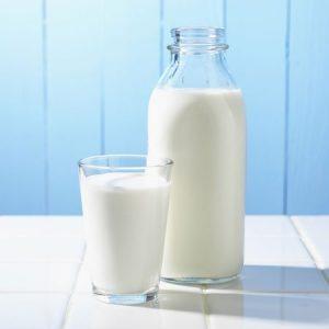 كوب كبير من الحليب لاعداد حلوي السوفليه الفرنسية 2016