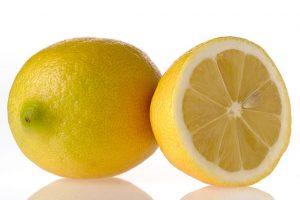 عصير الليمون لعمل كيك الفواكه