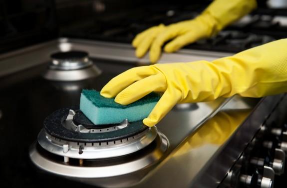 طريقة تنظيف المطبخ من الدهون