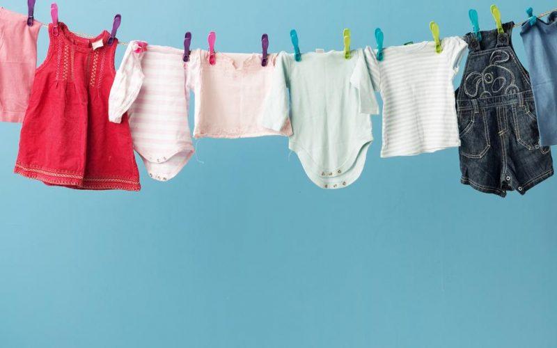 كيف أتخلص من رائحة ملابس الرضع