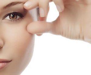 تنظيف العين بالماء و الملح