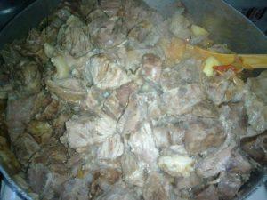 لحمة بالبصل لعمل لحمة الزعفران والزبادي
