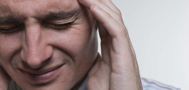 ما أسباب ألم وسط الرأس