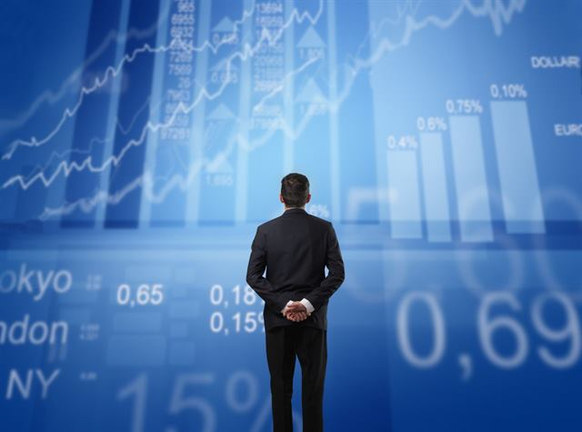 الفرق بين المدير المالي والمراقب المالي