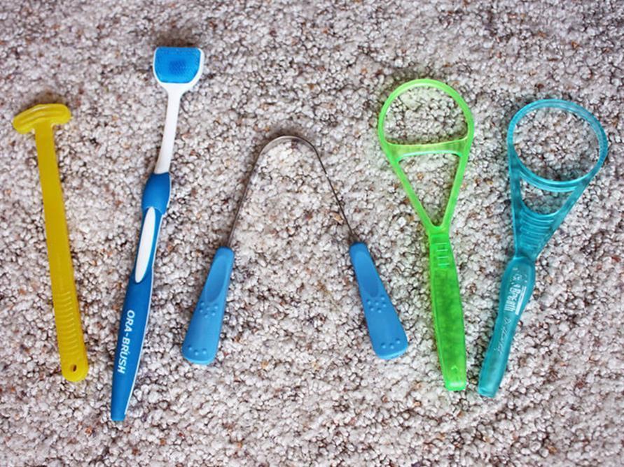 أهمية تنظيف اللسان