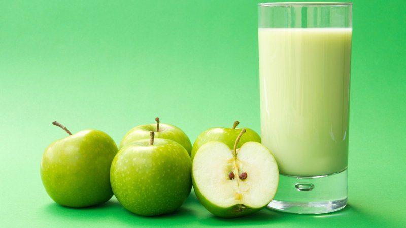 طريقة عمل عصير التفاح باللبن