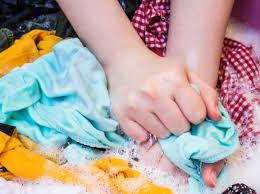 تنظيف بقع الزيت من الملابس