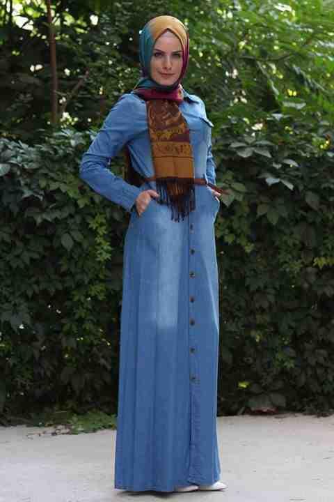 التونيكات الجينز الطويلة هي احدث موضة ملابس محجبات في اسطنبول لعام 2016 سواء كنت الوان الصيف او الوان الربيع ذات اللون الكحلي