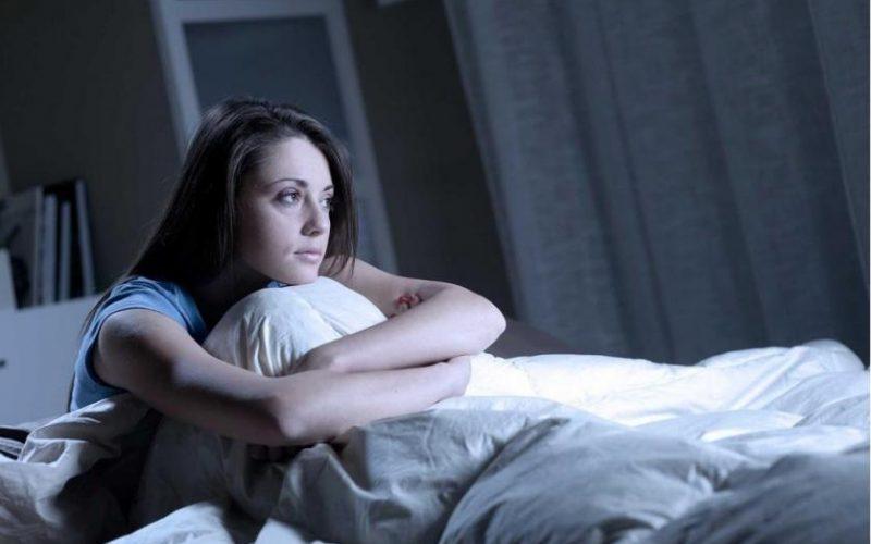 أضرار السهر على صحة المخ والحالة النفسية
