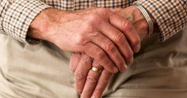 أسباب الإصابة بالشلل الرعاش