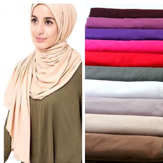 الفرق بين الحجاب والوشاح scarf؟