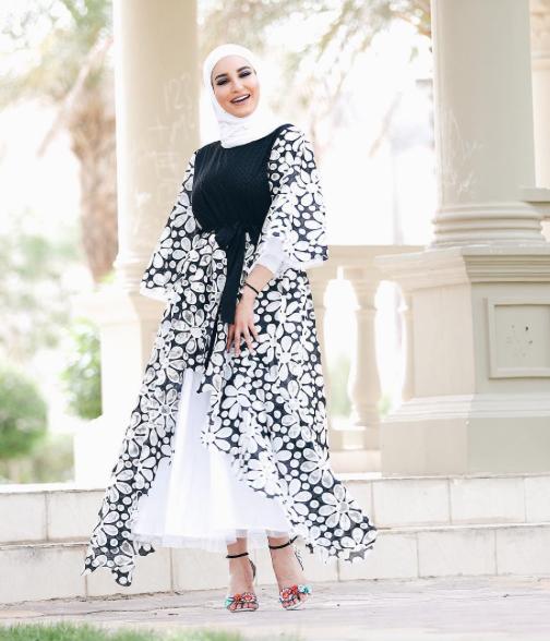 ملابس محجبات باللون الابيض والاسود