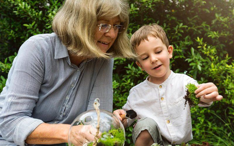 5 آثار غير صحية لترك أطفالك مع جدتهم