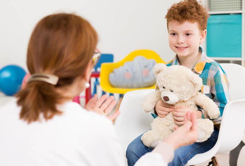 طرق التعامل مع الطفل المصاب بالتوحد