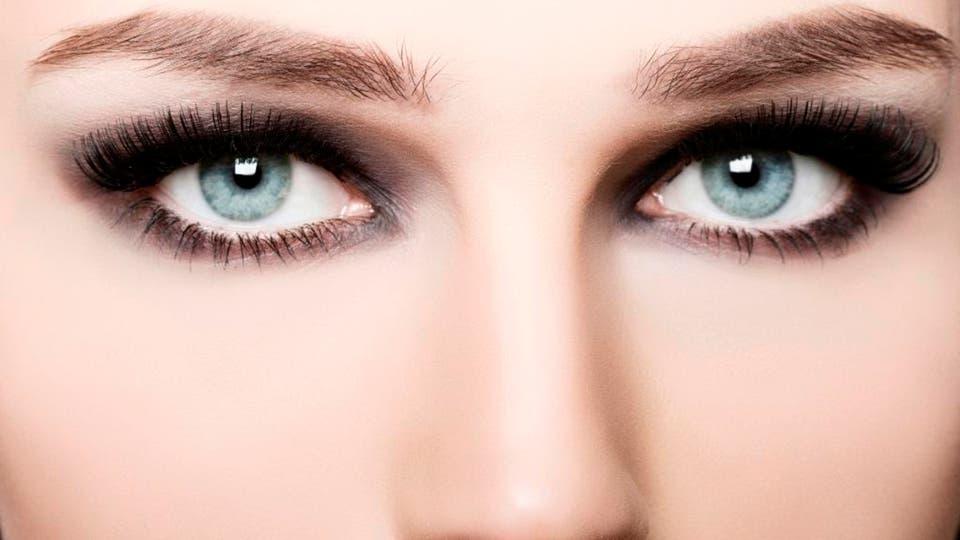 مكياج العيون الدخانية خطوة بخطوة