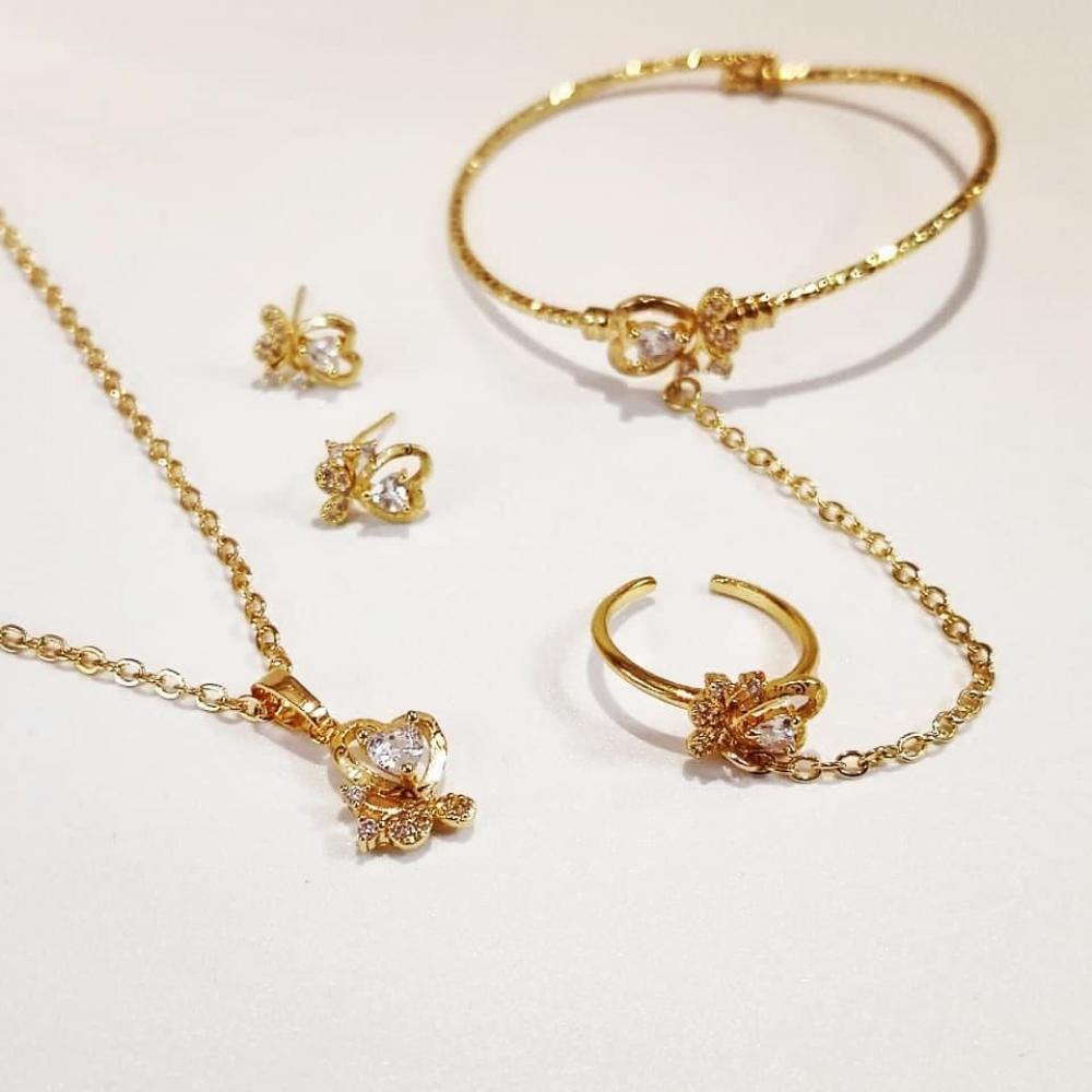 أنواع أدوات الزينة الذهب للبنات