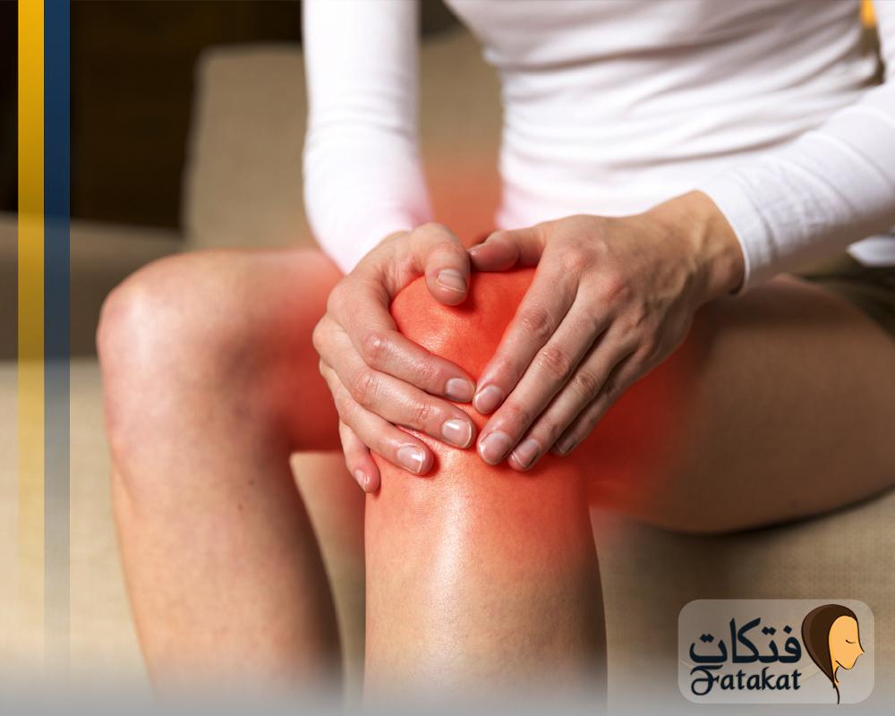 اسباب الام الركبة عند ثنيها وطرق علاجها