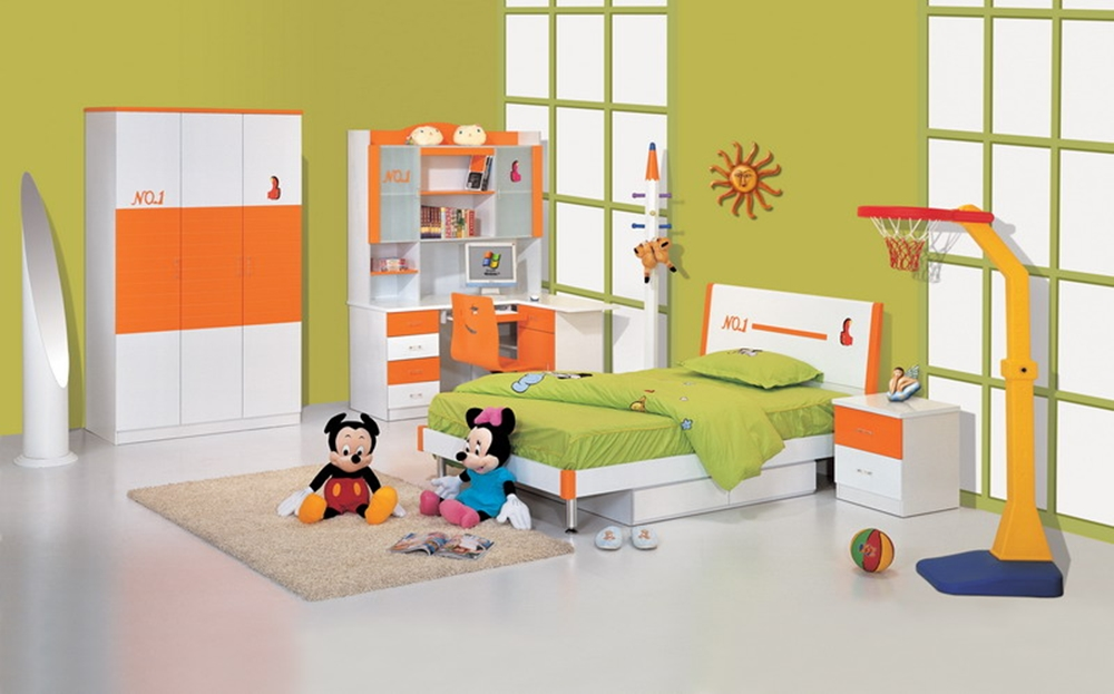 Fabulous-Toddler-Room-Desing-Perfecting-the-Childs-Bed-Room-which-has-Green-Lime-Wall-and-Several-Disney-Dolls-in-the-Floor
