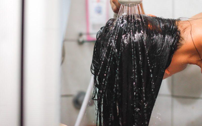 طريقة غسل الشعر