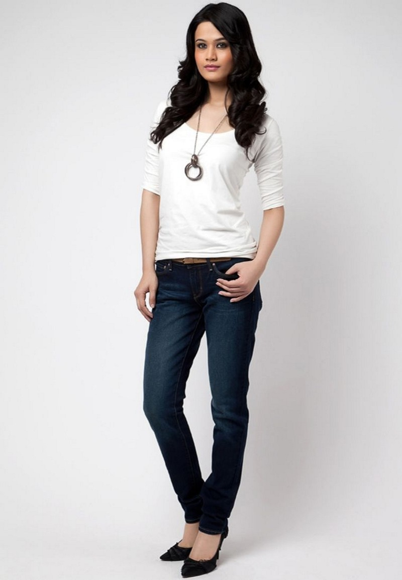 Inilah-Cara-Memilih-Celana-Jeans-Wanita-Sesuai-Bentuk-Tubuh-Tubuh-mungil