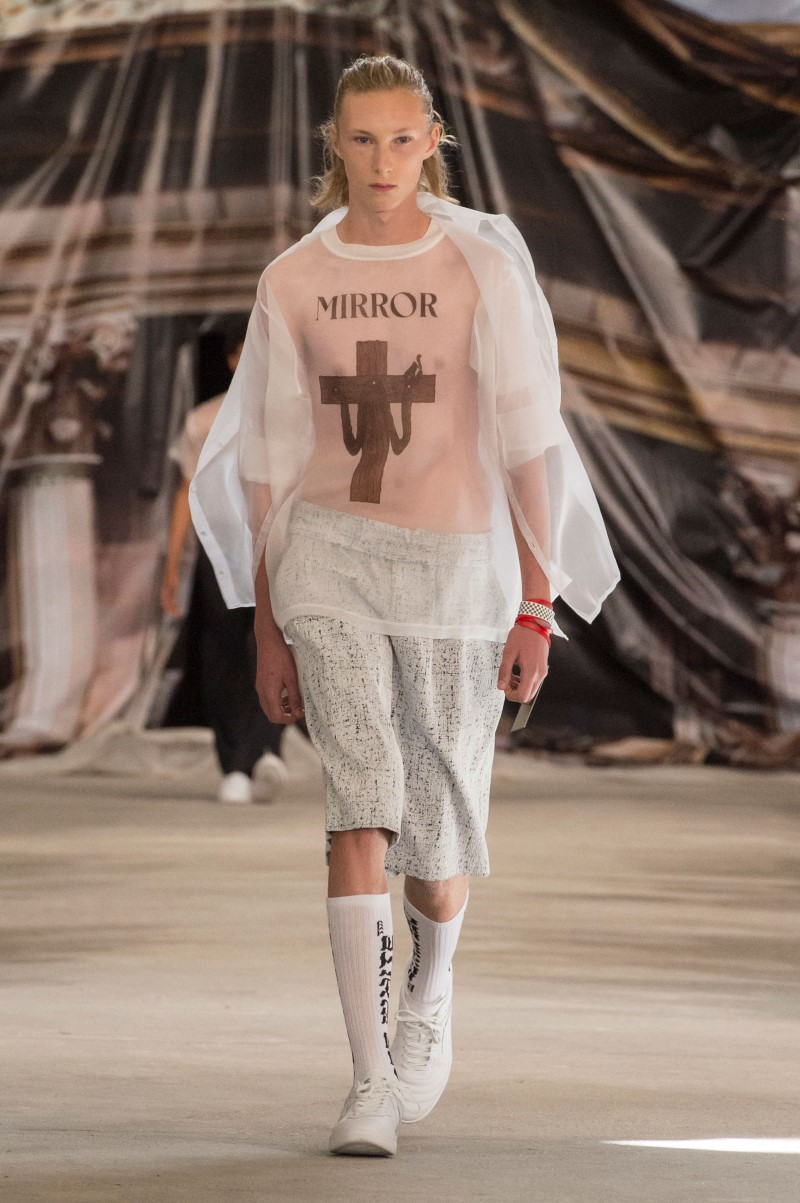 Off-White-Spring-Summer-2017-Paris-Fashion-Week-1