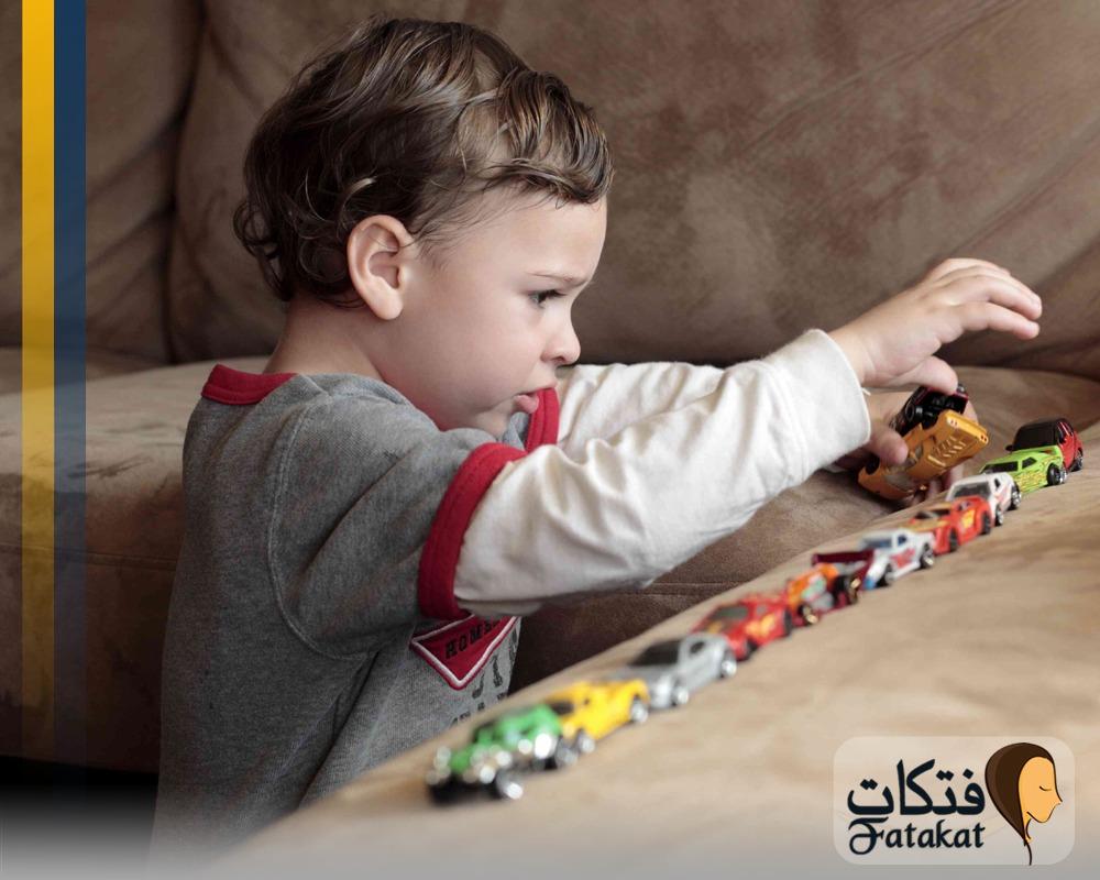 الفرق بين اضطراب فرط الحركة وسمات التوحد للاطفال