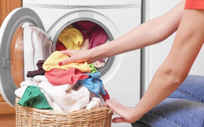 طريقة غسل الملابس