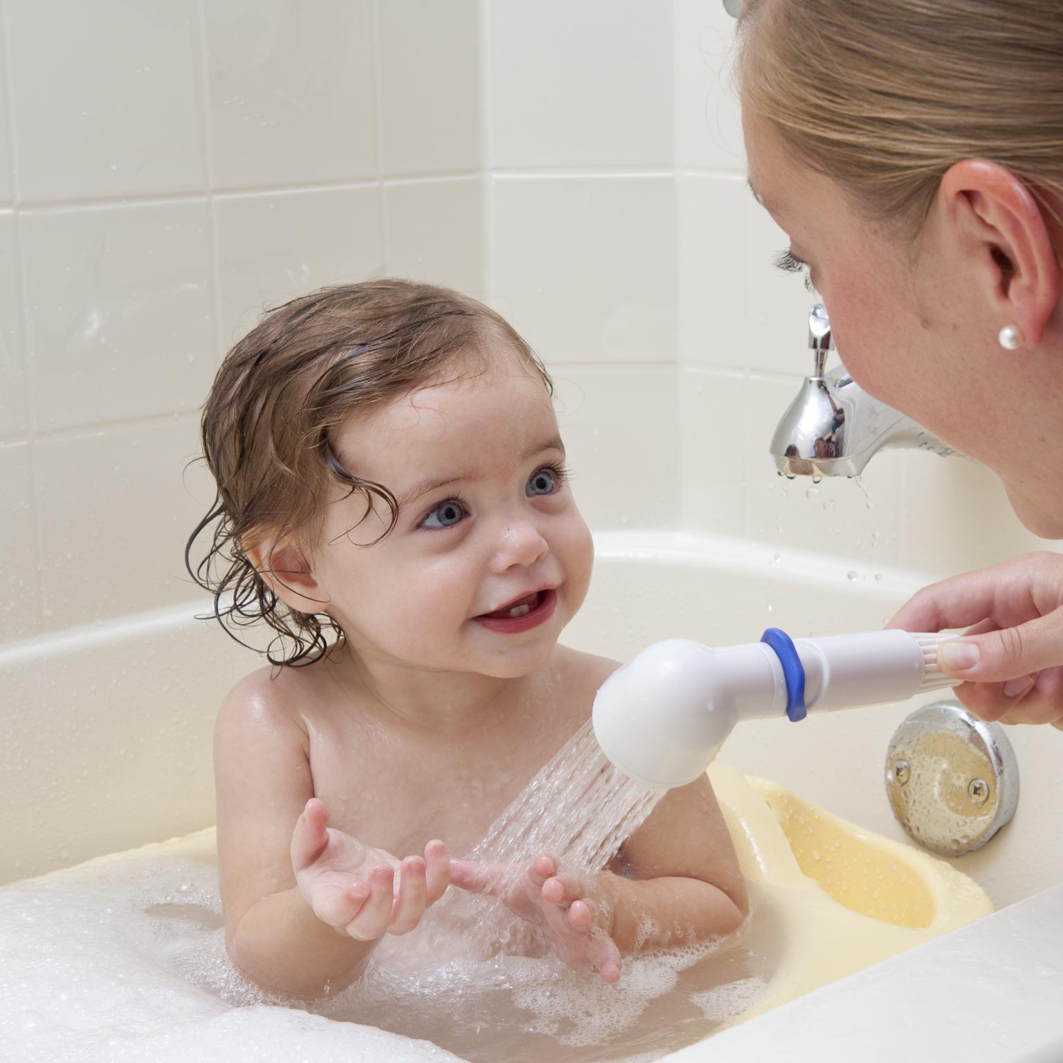 نصائح لتدريب الطفل على الحمام