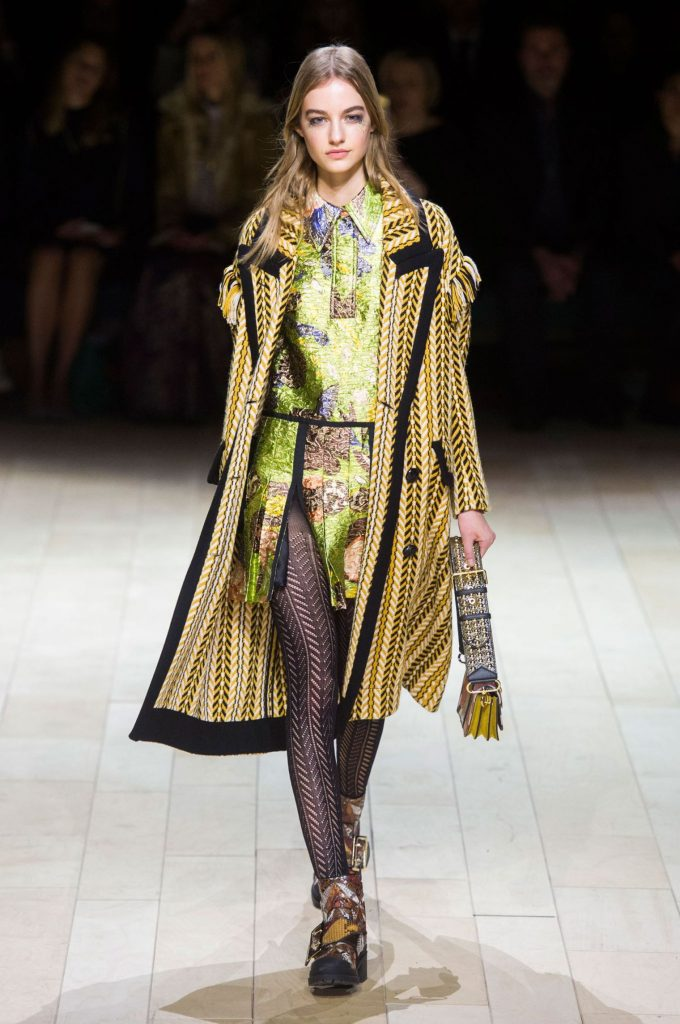 defile-burberry-automne-hiver-2016-2017-15_5540741