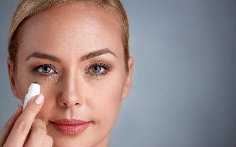 فوائد استخدام برايمر العين قبل وضع مكياج العيون