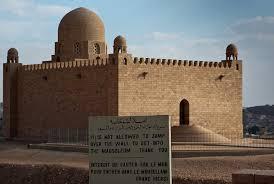 حكايات عن الآغا خان وقبره في أسوان