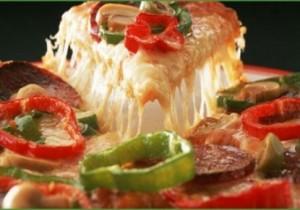 طريقة عمل البيتزا بالجبنة الرومى بالصور
