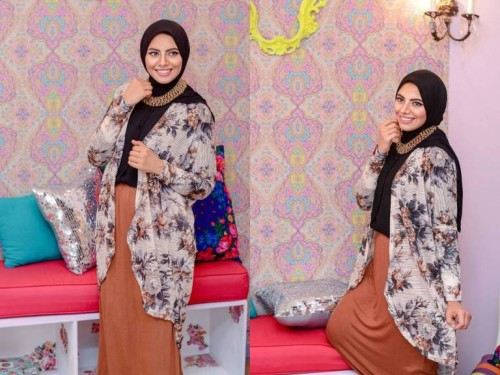 floral-over-sized-cardigan-hijab-look-500x375