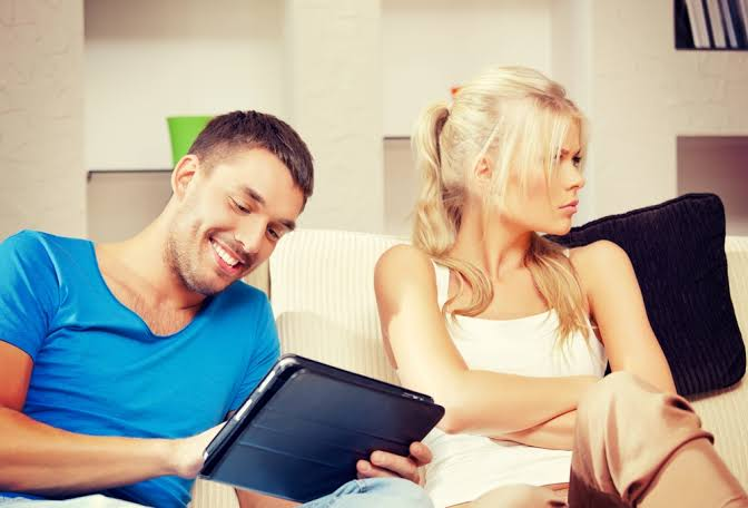 5 أسباب نفسية المبالغة في الغيرة الزوجية