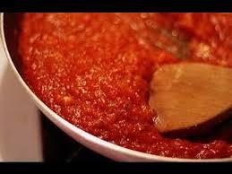 طريقة عمل البيتزا باللحمة المفرومة و الجبنة الموتزاريلا