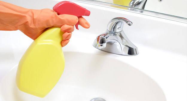 طرق تنظيف حوض الحمام