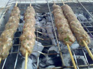 تصبيع اللحمة المفرومة لعمل كفتة المشوية من مطبخ فتكات 2016