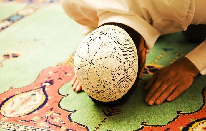 خمس أشياء يمكن فعلها للالتزام في الصلاة