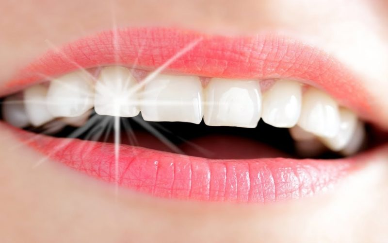 طرق تنظيف وتبييض الأسنان
