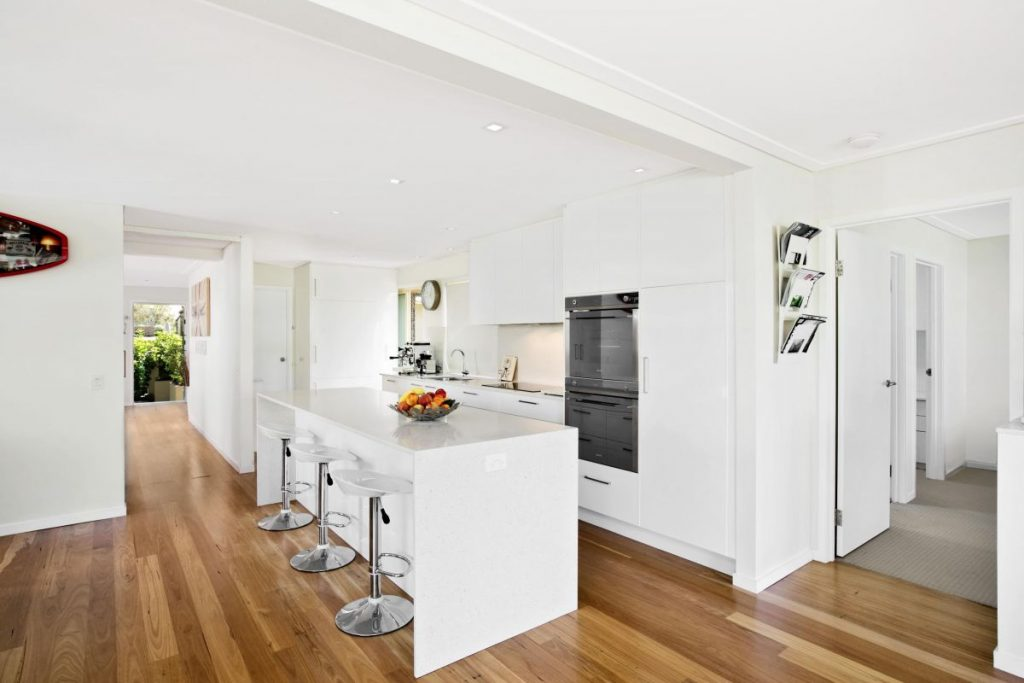 modern-kitchen-at-manly-beach-holiday-rental-sydney