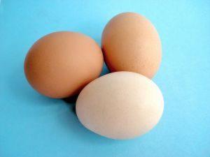 بيض لعمل الكب كيك