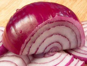www.fatakat-a.comطريقة عمل القراميطlutter-mauvais-cholesterol-avec-oignons-rouge-L-3