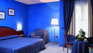 www.fatakat-a.com اجمل صيحات لغرف النومCamera-da-letto-pareti-blu