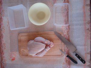 تقطيع الدجاج بالسكين من ضمن وجبات رمضانية بالصور 2016