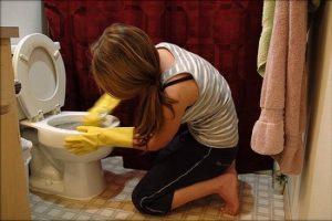 تنظيف المرحاض بالصور