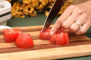 مراحل تقطيع الطماطم بالسكين مطبخ رمضان لعام 2016